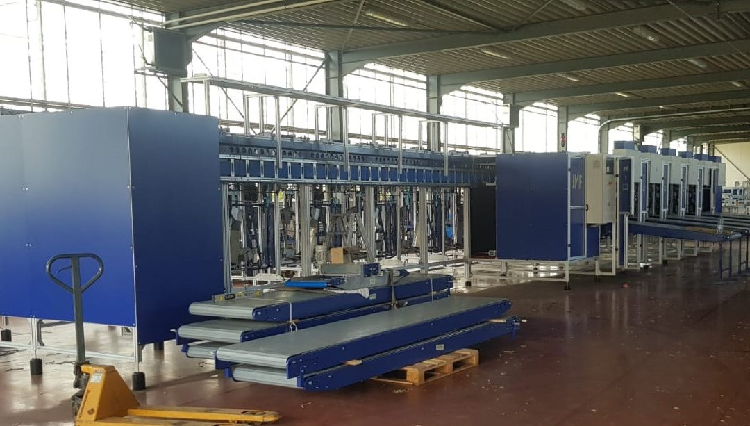 The new rose sorting and bunching machine at Rozen Scheers